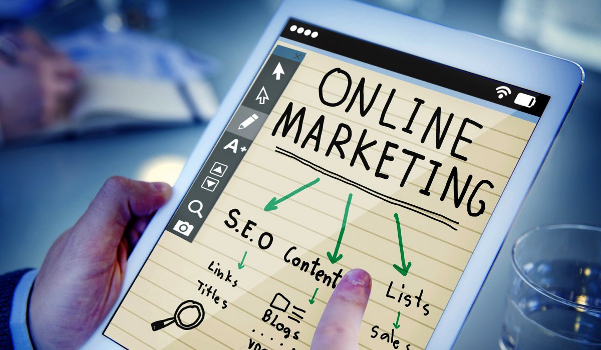 "A picture of online marketing to better elaborate ""Difference between digital marketing and eCommerce'"